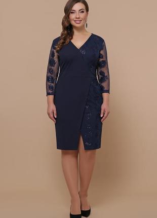 Платье больших размеров пошито из креп-дайвинга