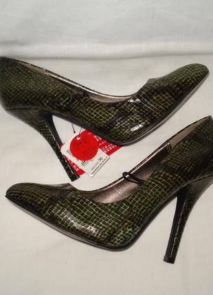 Новые! шикарные фирменные  туфли под кожу змеи 36 р.