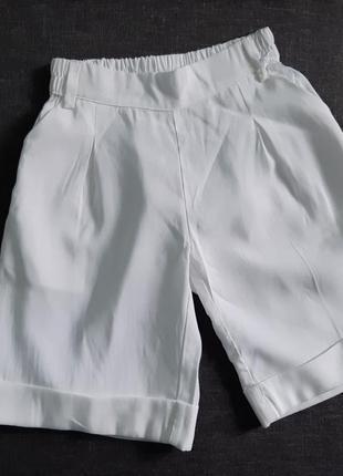 Белые шорты с лампасами. шорты на девочку р 6\116