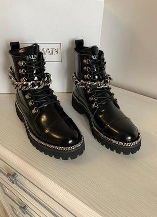 Ботинки balmain лаковые с цепью