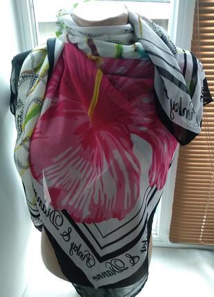 Платок женский с цветочным принтом