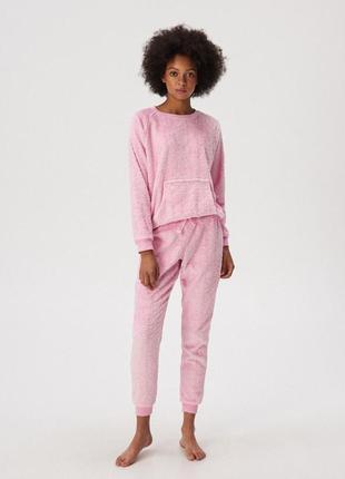 Розовый пижамный комплект