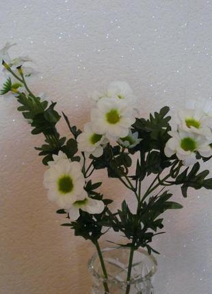 Искусственные цветы ромашки с зелеными серединками