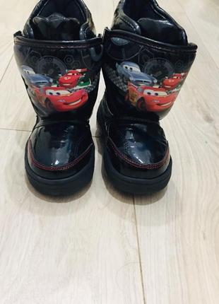 Термо- ботинки  тачки  светятся больше обуви в профиле