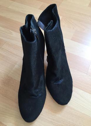 Кожаные сапоги ботинки из меха пони zara