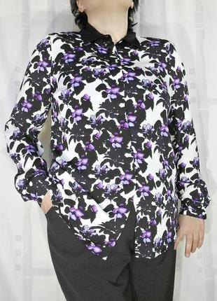 Красивая блузка в цветах с черным воротником