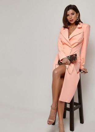 Классическое длинное платье-пиджак с пуговицами