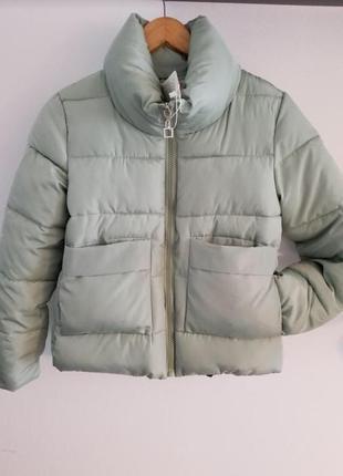 Короткая мятная куртка