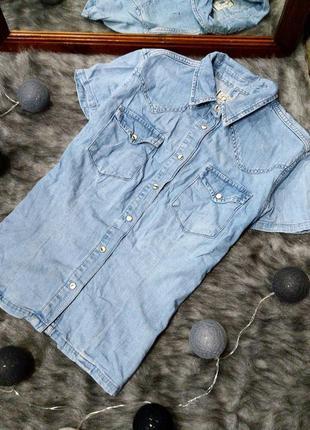Джинсовая рубашка из светлого денима
