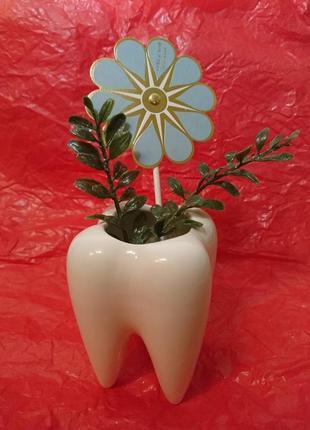 Керамический цветочный горшок зуб