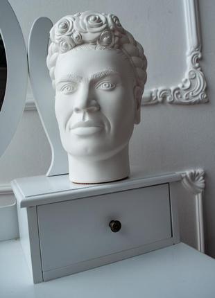 Скульптура органайзер, в виде головы фриды кало, с отверстием.