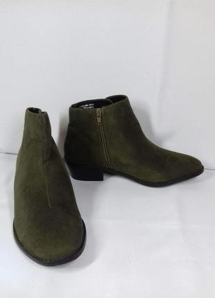 Фірмові нові черевики