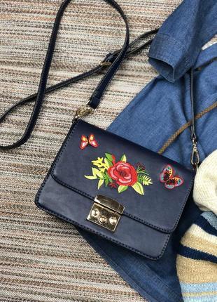 Шикарная сумка с вышивкой