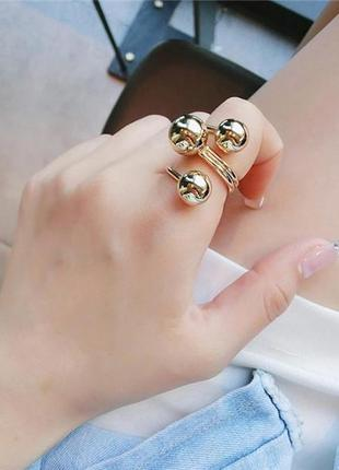 Спиральное геометрическое кольцо.золото.шар.