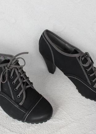 Ботильоны, ботинки, туфли 41 размера на устойчивом каблуке с кожаной серединой