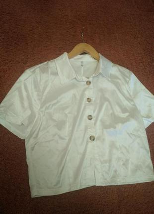 Атласная белая укороченная блуза