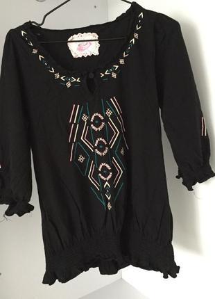 Блуза з цікавим орнаментом, черная блуза.