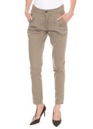 Светлые серые брюки