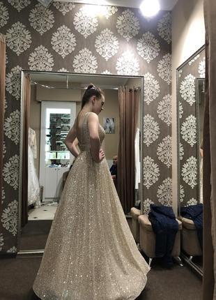 Італійське випускне плаття золотистого кольору