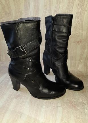 Чёрные кожаные полусапожки на каблуке
