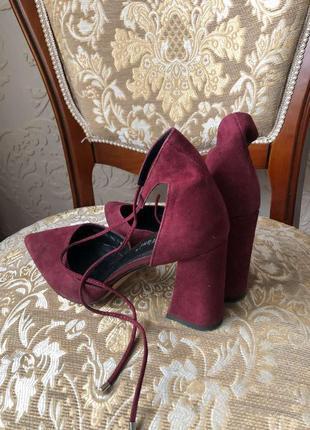 Босоножки женские замшевые стильные с закрытым носком