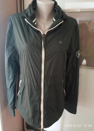Легкая курточка- ветровка