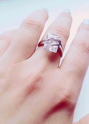 Серебряное кольцо с квадратным цирконием 18-19 размер
