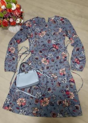 Яркое платье с корсетом