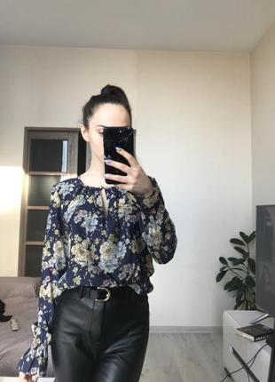 Вишукана блузка з цікавими рукавами