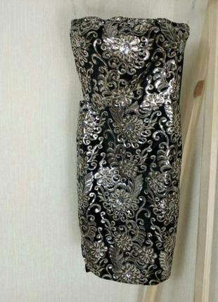 Шикарное платье расшито золотом
