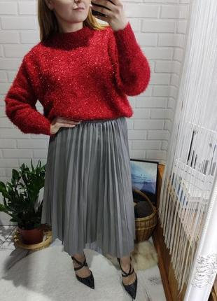 Трендовая плисерованая миди юбка под кожу