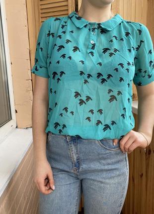 Мятная блузка с ласточками