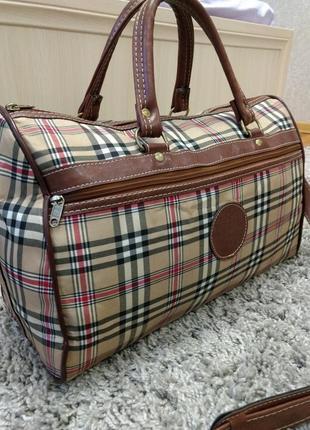 Отличная дорожная обьемная  сумка