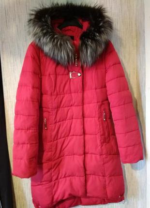 Яркая стильная красная женская  курточка пуховик