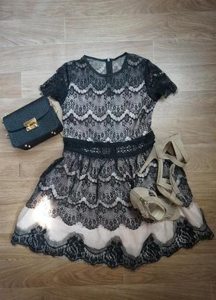 Воздушное  нежное коктейльное  черно-бежевое платье  с кружевом