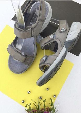 Кожаные сандали сремешками на липучке от ckarks