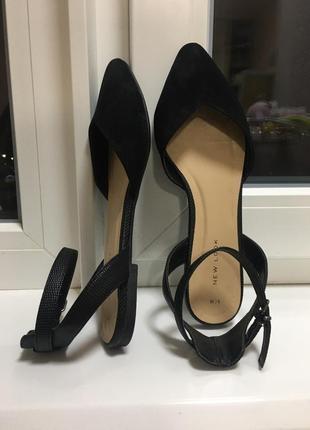 Модные черные балетки под замш на пряжке, идеальное состояние, лёгкие и комфортные