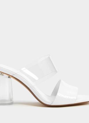 Новые с биркой белые босоножки bershka, прозрачный каблук