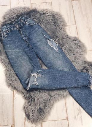Крутые джинсы прямого кроя на средней посадке