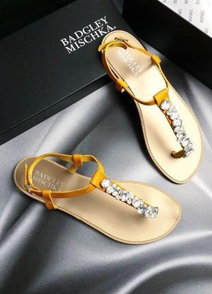 Badgley mischka оригинал кожаные желтые сандалии с камнями3 фото