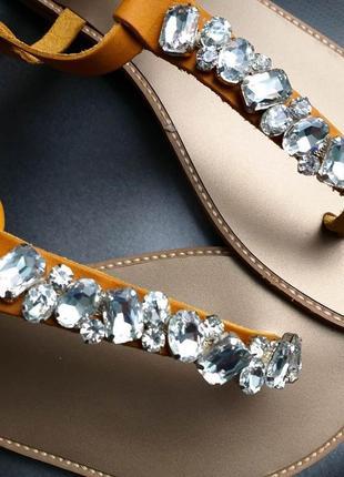 Badgley mischka оригинал кожаные желтые сандалии с камнями4 фото