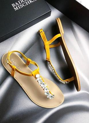 Badgley mischka оригинал кожаные желтые сандалии с камнями