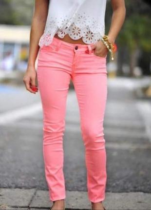 Стильные розовые джинсы узкачи узкие штаны скинни от gap.