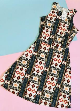 Стильное платье в орнамент h&m