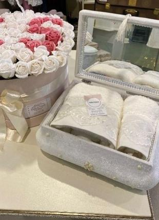 Сундук с полотенцами