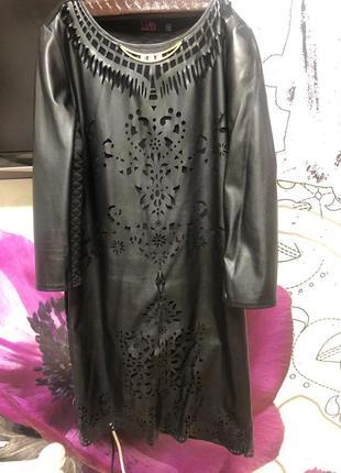 Классное платье с перфорацией