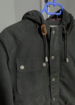 Чёрная крепкая куртка парка с большими карманами на весну fabric