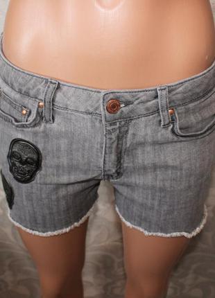 Шорты серые джинсовые с черепами. круто!2