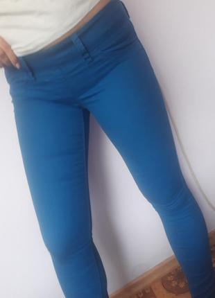 Синие штаны скинни