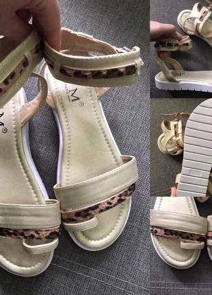 Продам сандалі